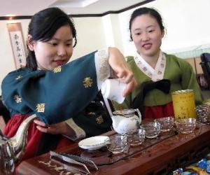 全国首家普洱茶专业学院在昆明挂牌成立(图)