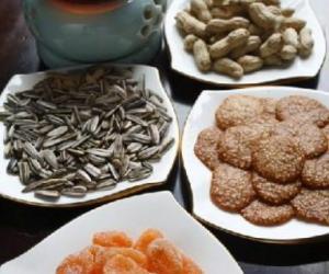 上海老弄堂畅喝普洱茶