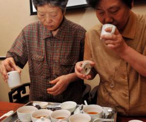 福州:陈郁榕品红茶说工夫