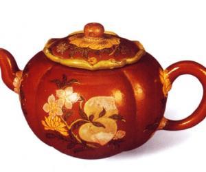 清康熙宜兴紫砂胎珐琅彩四季花卉葵花式茶壶