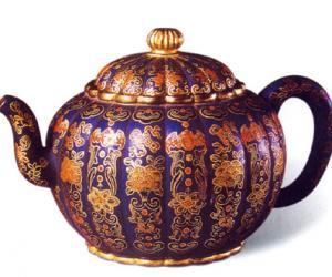 清乾隆蓝地珐琅彩紫砂茶壶