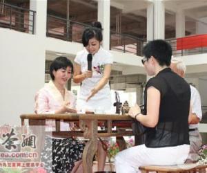 福州:金牛山茶叶市场招商会上的茶艺体验