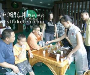 贵州茶博会 凤冈锌硒绿茶5小时销售达5万元