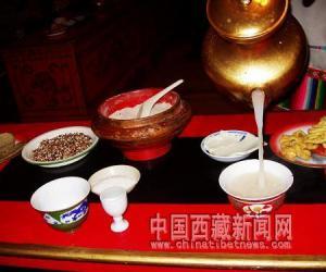 藏民族的�~水之需:茶(�D)