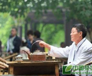 最后掺茶师将退休,担心盖碗茶艺后继乏人(图)
