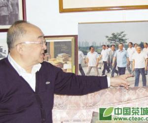 茶为第一国饮――访国家体育总局原局长伍绍祖(图)