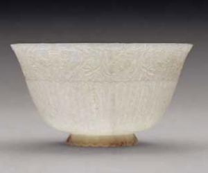 白玉薄胎菊瓣碗