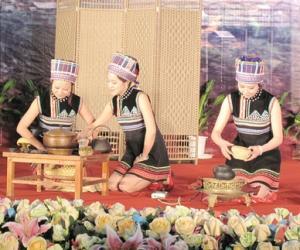 布朗族烤茶茶艺表演解说词