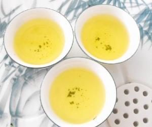 夏日品茶清热化湿心舒坦