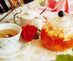 鲜嫩水果茶美容又生趣