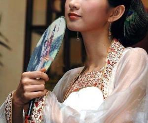 茶艺馆的白纱衫美女