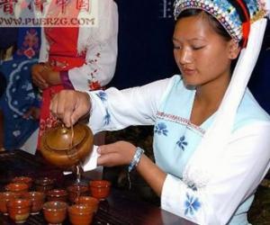 """品味云南凤庆独特的传统茶俗""""百抖茶"""""""