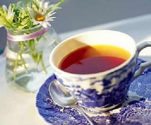 煮咸奶茶 品蒙古族茶俗