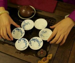 凉拌茶:基诺族的吃茶俗