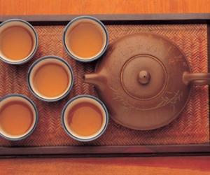 科�W表明 喝茶水比白�_水更益身�w健康