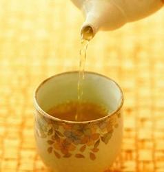 专家提醒 老年人四款中药泡茶需谨慎