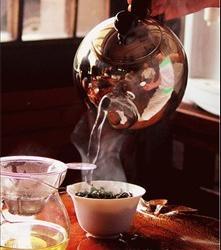 国外媒体称 男性喝茶有助于保持身材