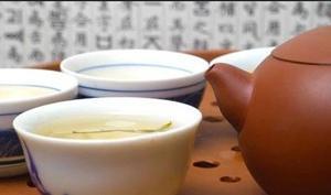 蜂蜜苦丁茶有助治疗咽喉炎